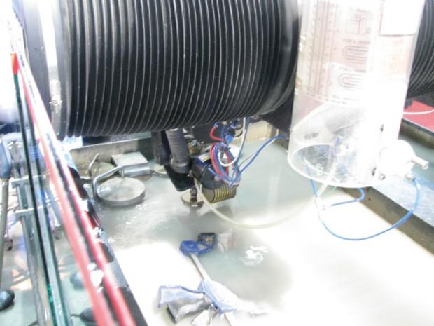 물을 이용해 가공하는 워터컷팅 기계. 수압의 위력을 느낄 수 있었던 기계