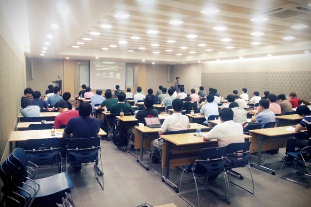강의를 경청중인신 참가자분들