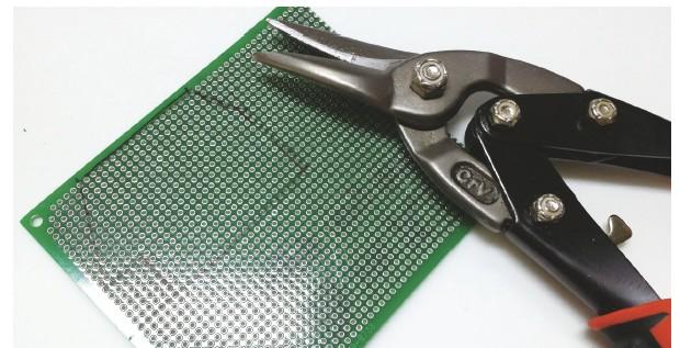 그림 17. 만능 PCB에 절단할 부분을 그린 모습